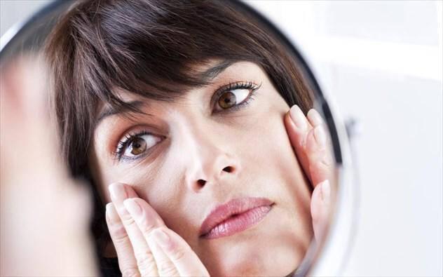 10 συνήθειες που προκαλούν ρυτίδες