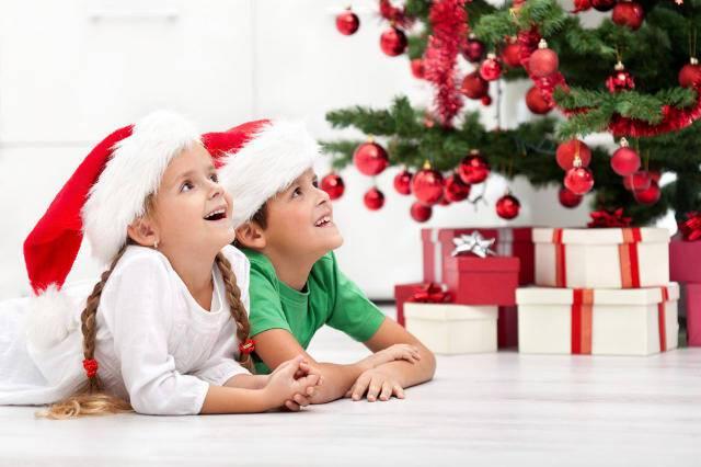 """Αποτέλεσμα εικόνας για χριστουγεννα παιδια παιζουν"""""""