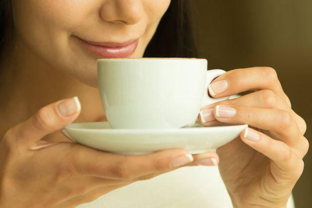 Καφές: Πόσο πρέπει να πίνετε για να μη βλάψετε τα οστά σας