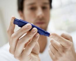 Diabetes-Metrisi-aima-daktylo-antras-1