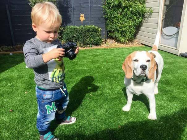 Φωτογραφίζει τον κόσμο του... και είναι μόλις 19 μηνών!