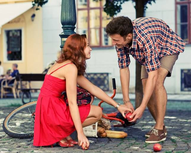 Υπάρχει πραγματικά ο έρωτας με την πρώτη ματιά; Τι λένε οι ψυχολόγοι