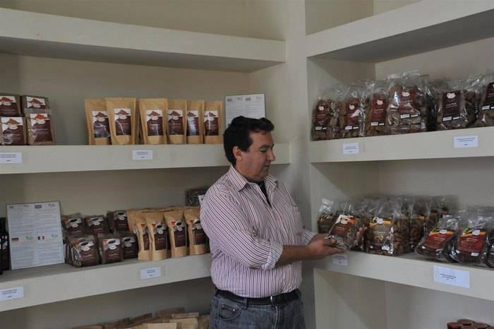 Χαρούπι: Από τροφή της κατοχής, «μαύρος χρυσός» στην Ελλάδα της κρίσης 20