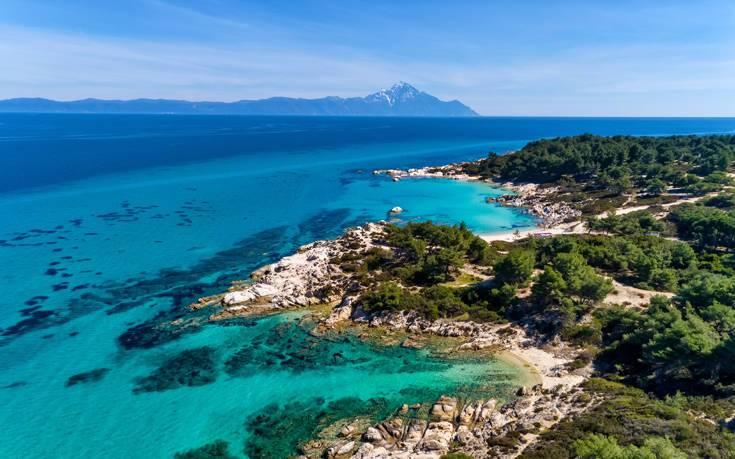 3 παραλίες στη Χαλκιδική που ταξιδεύουν σε μέρη μακρινά